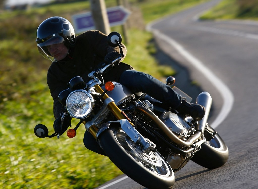 Triumph Thruxton R 1200 Technical Review 2016